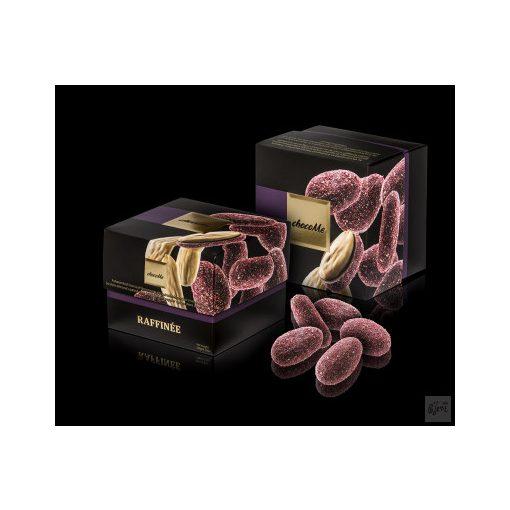 ChocoMe Raffinée - Feketeribizli borssal fűszerezett étcsokoládés szicíliai mandula (RF111)